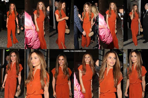 - 17/09/2019 : Cheryl lors de son arrivée et de son départ de « Big – The Musical » au Dominion Theatre, UK ! Cheryl portait une belle combinaison orange qui lui va bien, top. -