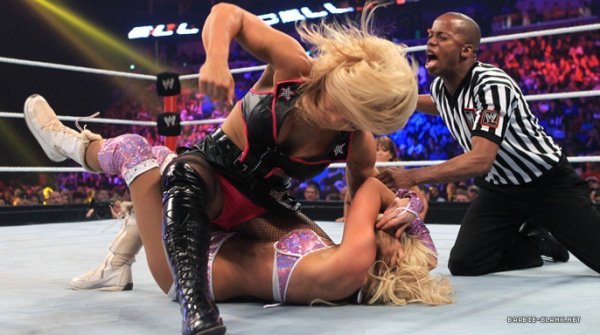 Divas Championship : Kelly Kelly VS Beth Phoenix