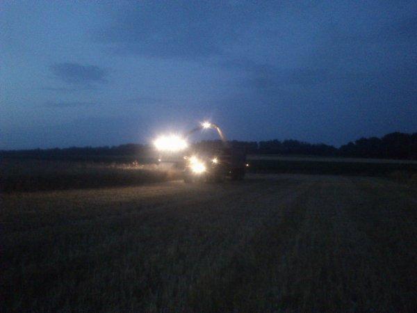 blé imature valtra avec fliegl et claas jaguar 940