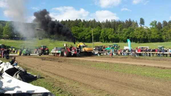 Tracteur pulling  à develier catégorie sport