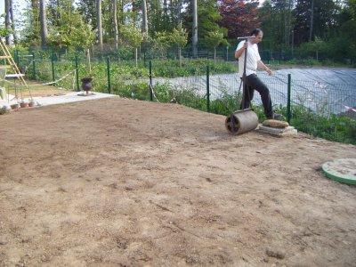 Preparation du terrain pour recevoir la pelouse la Pose gazon synthetique sur terre
