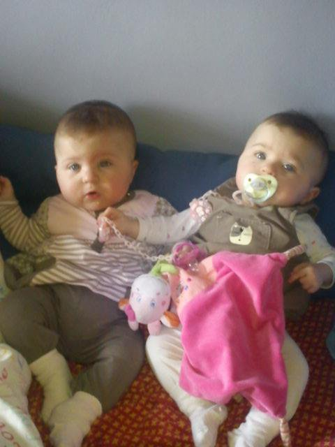 trot belle mets jumelle gros bisous mets filles