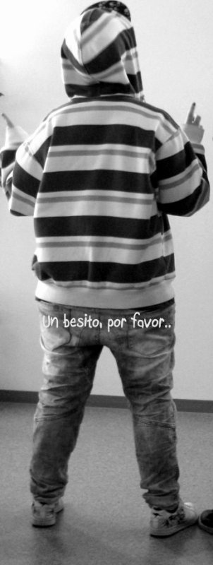 """Un besito, por favor.."""