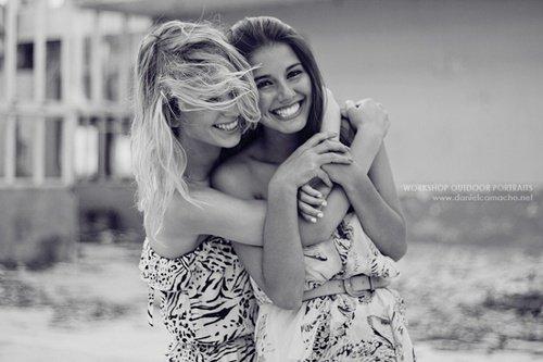 Je veux pas paraître comme la fille qui ne sourit jamais parce qu'elle a le c½ur brisé. Mais j'veux seulement paraître comme la fille qui illumine la vie des autres. Même si elle n'arrive pas a illuminer la sienne pour le moment.