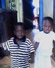 mon fils en blanc et son cousin