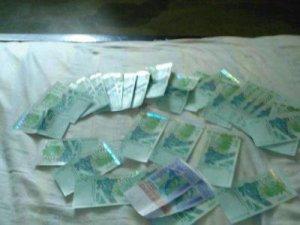 l argent sur un lit d hotel