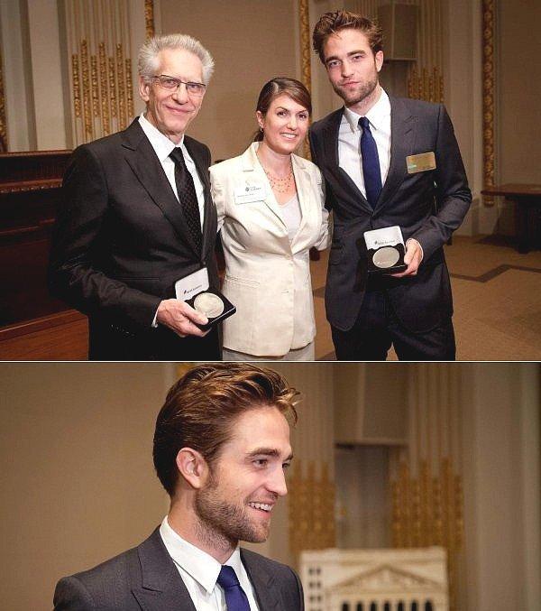 .   Robert et David Cronenberg, réalisateur de Cosmopolis sonnant les cloches de la Bourse à NY le 14 août