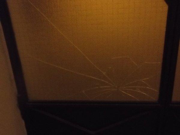 Appel à témoin, qui a cassé la porte d'entrée ce soir entre environ 18 h à 19 h 30