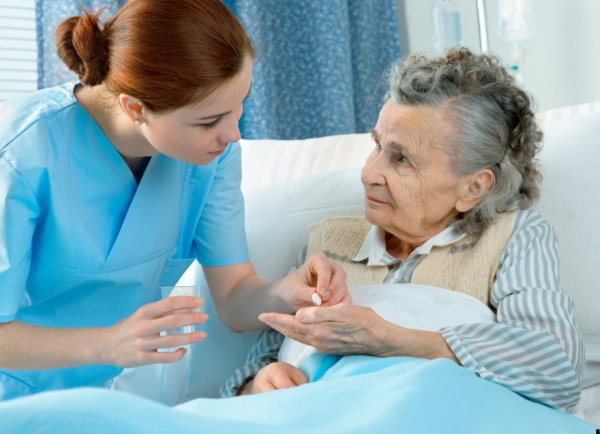 How to Choose Senior Home Healthcare to Prevent Medication Errors