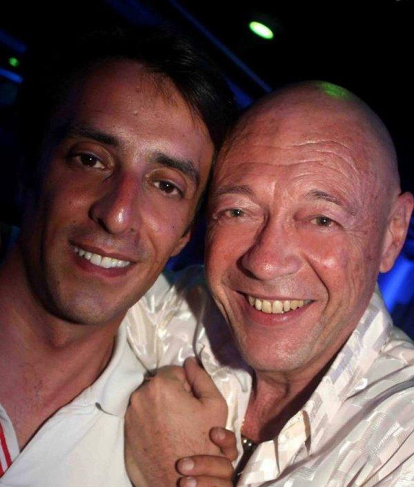 Beaucoup de bonheur à mes 2 amis Michel Piacenza et Julien Van Caneghem qui vont se dire OUI dans 1h30 Nous serons la!!!