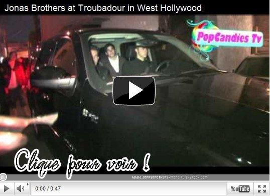 Le 17 février 2011 : Joe, Nick et Kévin été au concert d'Ocean Grove à West Holywood. (voir vidéo ci dessous) Le 18 février 2011 : Joe à été vu sortant d'une boutique avec un ami sous la pluie qui tombé à West Hollywood + Joe as été vu sortant de l'appartement d'Ashley Greene. (Plus de photos plus tard :S) NEWS : Kenny, le chauffeur du groupe est mort d'une pneumonie. Nos sincères condoléances aux amis et la famille. Nick travaille avec Cody Simpson en studio. Le Twitter de Joe as été piraté ?! :O