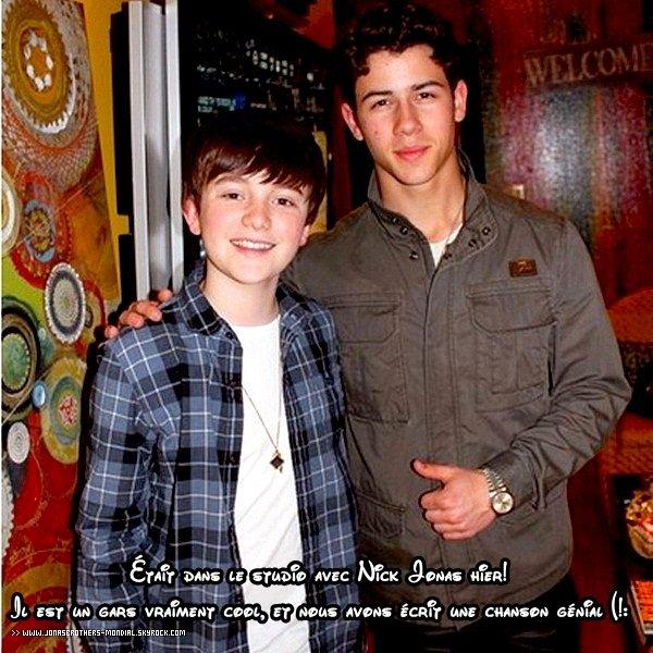 """Le 23 mars 2011 :    - Les deux frères Jonas sont sortis ! Joe est allé promené Winston et Nick allé dans un Starbucks.  - Joe allant diner a Katsuya à Los Angeles.  - Joe à la première du film Sucker Punch à Los Angeles. - Kevin et son épouse Danielle au Théâtre Nederlander Theatre pour voir """"Million Dollar Quartet"""" à Broadway."""