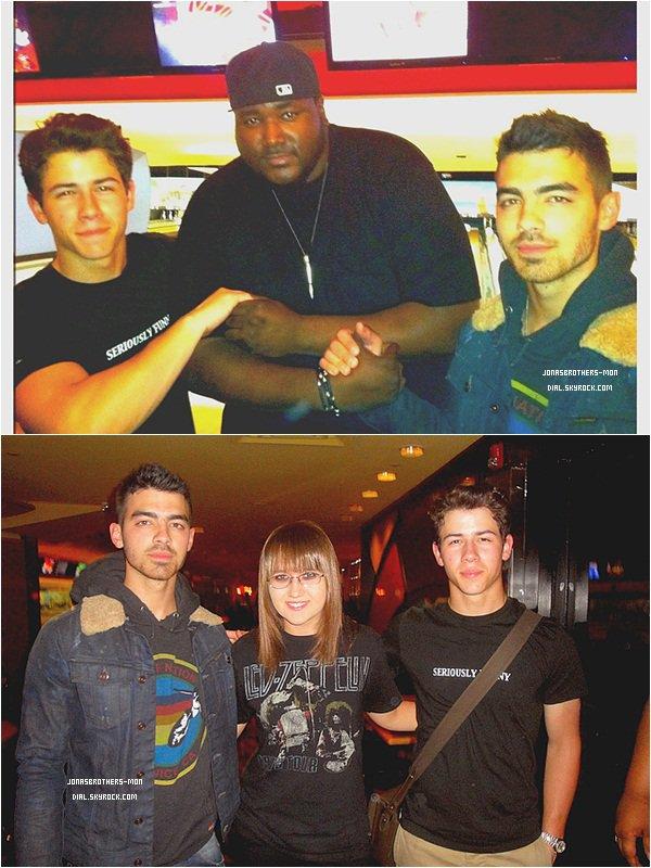 Le 3 avril 2011 : Nick & Joe été au Bowling ! (VIDEO) JonasBrothersForever était en TT sur Twitter!