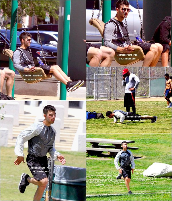. Le 4 avril : Joe Jonas a été vu  avec son entraîneur personnel, à faire des exercices dans un parc de Los Angeles. (VIDEO)        J'aime trop les photos ! :D  Le 4 avril : Joe & John Taylor à  Los Angeles.