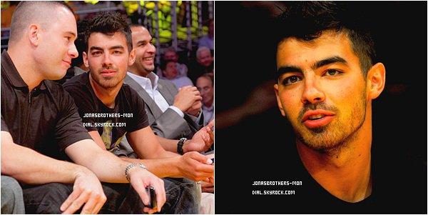 Le 1 mai 2011 :  Kevin et Danielle, au Bamboozle dans le New Jersey au concert de Ocean Grove. Le 2 mai 2011 : Joe a été vu arrivant au Staples Center. Joe de plus en plus beau :P Kévin as posté une photo sur son Twitter.