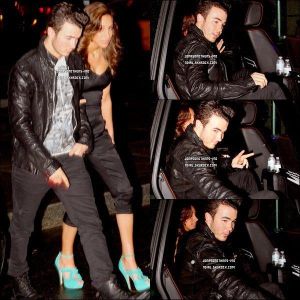 """. 18/05/11 - Kévin et son épouse Danielle quittant l'évènement """"160 années magasin Kiehl's"""", à New York. 20/05/11 - Joe Jonas à été vu quittant l'Hôtel Chateau Marmont, à Los Angeles. ."""