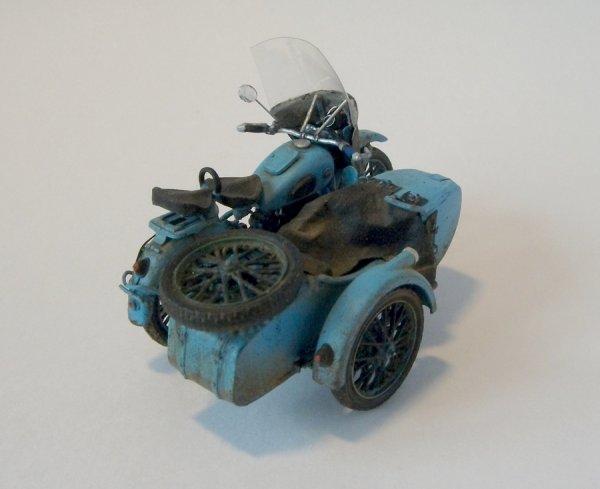 Motorcycle lourd soviétique M-72