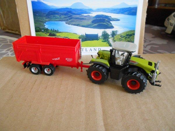 4660. tracteur CLAAS XERION avec benne KRAMPE