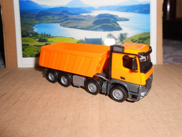 4663. camion 8*4 MERCEDES AROCS