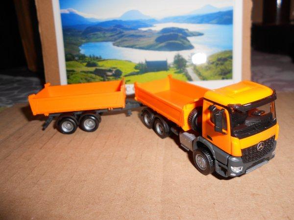 4664. camion 6*4 MERCEDES AROCS avec remorque