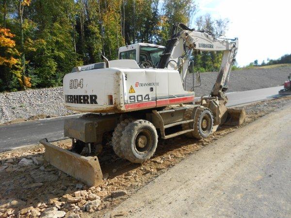 4678. pelle sur pneus LIEBHERR A904C