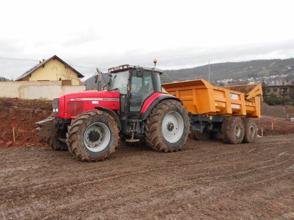 4701. tracteur MASSEY FERGUSON 8240 avec benne TP MAUPU