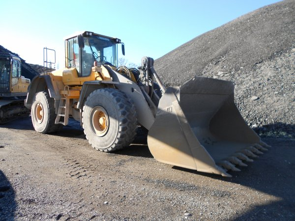 4711. chargeur VOLVO L180F