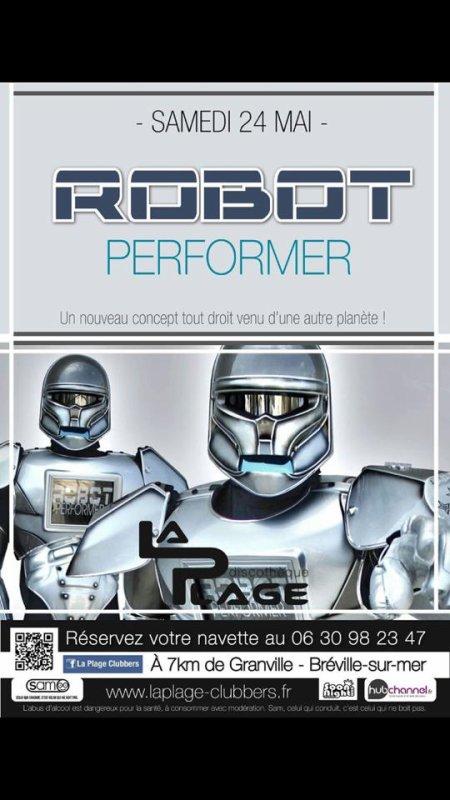 Robot-performer au Club la Plage en basse normandie