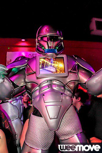 ROBOT-PERFORMER AUX KES WEST HAPPY BOSS DAY 2015
