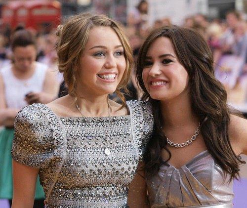 Miley cirus & demi lovato !