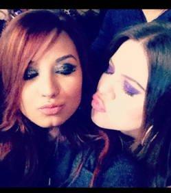 Demi Lovato : Elle pose avec Khloe Kardashian <3 ^o^