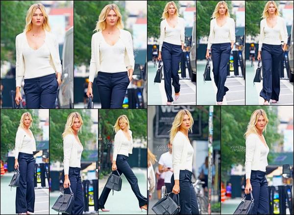 -  21/08/18 :Karlie Kloss a été photographier en se « promenant » seule dans les rues de New York ! -