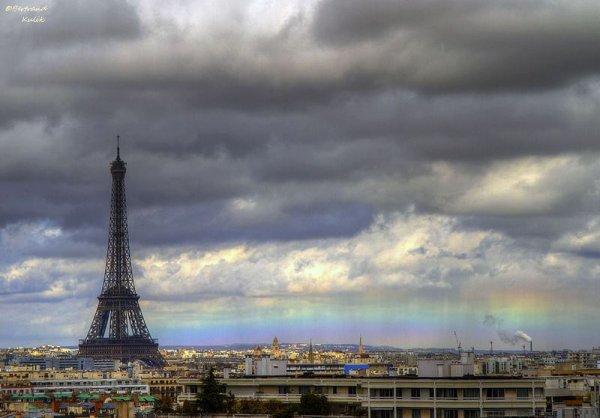 La Puce sous les nuages de Paris