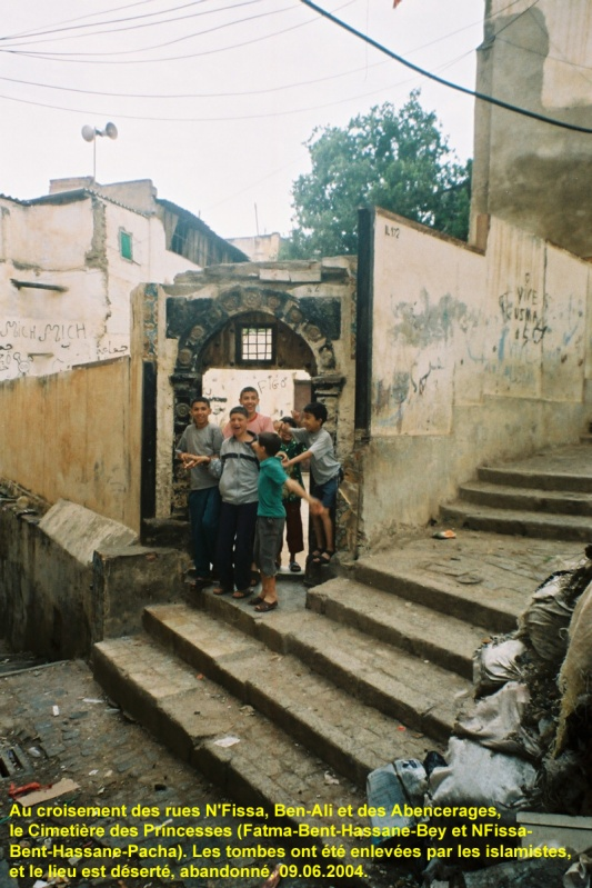 Rue N'FISSA:ici sont entérées les deux soeurs N'fissa & Fatma!