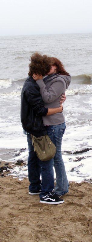 """""""Laisse moi t'aimer, mais ne m'aime pas en retour. Aime-moi et laisse moi te haïr quelques fois. Laisse moi l'illusion de controler les choses, Parce que je sais bien que tout m'échappe."""" Toi Et Moi A Jamais"""