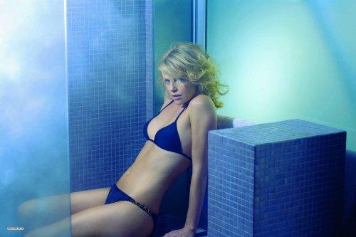 Le bleu est la couleur de l'hiver. mais alors..? Charlize Theron, Jennifer Love Hewitt, Kate Moss, Siri Tollerod, Miranda Kerr.