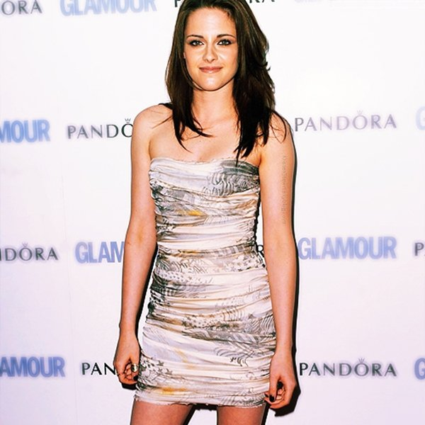 """›ACTUALITÉ. 7 juin 2011______________________Kristen etait à l'Awards de la """"Femme Glamour de l'année""""   ✿I THINK :__ Kristen est très belle comme à chaque fois."""