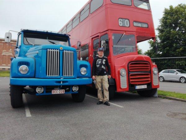 scania vabis rouge de 1952 et le  scania vabis bleu de 1965