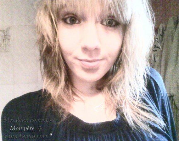 Julie . 14 ans .Collègienne . Amoureuse (l) . Facebook