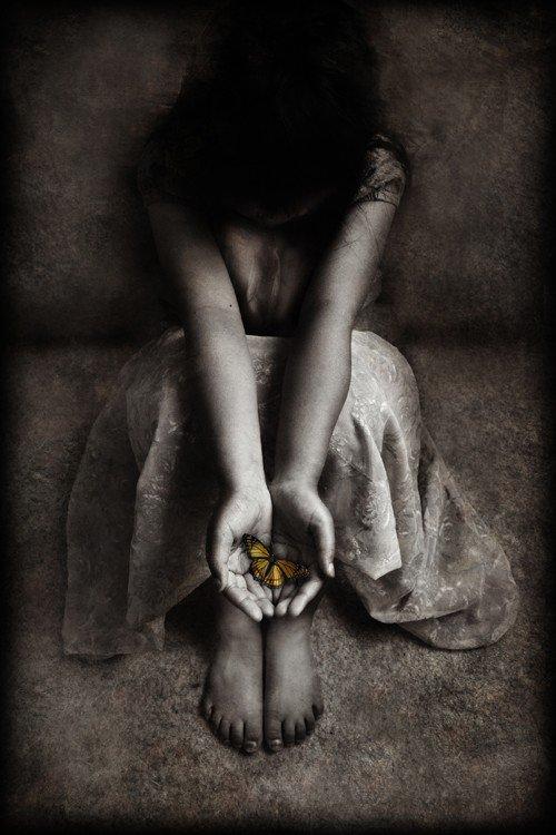 """""""La manière la plus profonde de sentir quelque chose est d'en souffrir.""""  ( Gustave Flaubert  )"""