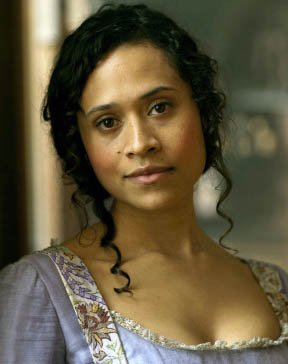 Biographie de Angel Coulby alias Guinevre