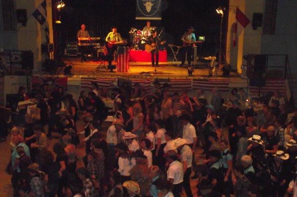 COMPLET ! Bal avec les KENTUCKY COUNTRY BAND à Crevecoeur le Grand le 24 Octobre 2010