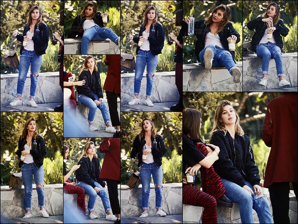 07/02/18 - Camila Morrone a été vue passant du bon temps avec des amis dans un park de Los Angeles Ca fait vraiment plaisir d'avoir enfin des news régulières de Cami ! Pour sa tenue, c'est encore un top, j'aime bien, simple mais efficace