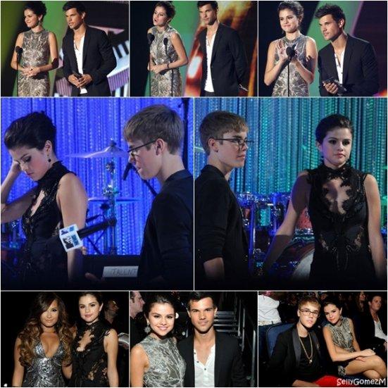 28.08 -> MTV Video Music Awards 2011 qui se déroulait à Los Angeles.Niveau tenue : Un énorme flop ! Cette robe est horrible,je me demande si notre Selly ne deviendrai pas gothique par certain moment..
