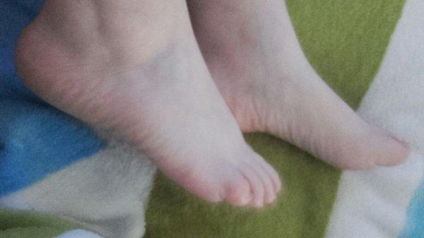 Les jolies pieds d'une non moins jolie contributrice ;)