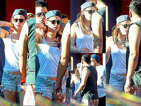 15/10/12 Kristen et Robert, à nouveau ensembles, étaient dans les rues de Los Angeles  INFOS EN PLUS : Juste en dessous, le 17/10/12 les deux tourtereaux ont été vus dans la toute nouvelle maison de Kristen Stewart ... !