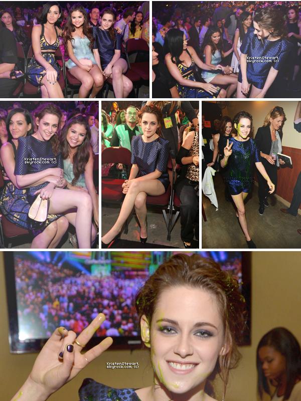 """23/03/13-  Kris était présente au """"KCA 2013"""" et a posé avec Katy Perry et Selena Gomez ! Elle a remporté les deux prix où elle était nominée. Elle portait une combi-short Osman Yousefzada et des Louboutin."""