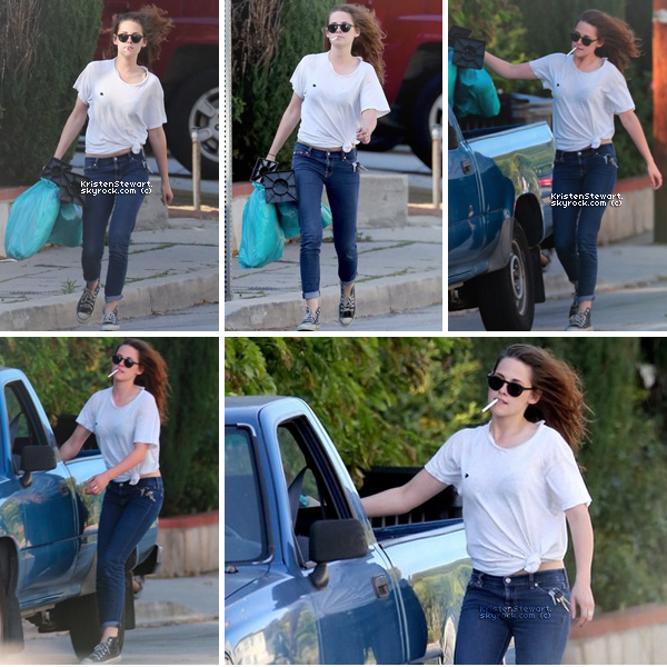 16/04/13- Kristen, clope au bec, était, cette fois-ci seule, dans les rues de Los Angeles. J'aime bien sa tenue. Je trouve que le trou dans sont tee-shirt lui donne un style haha.