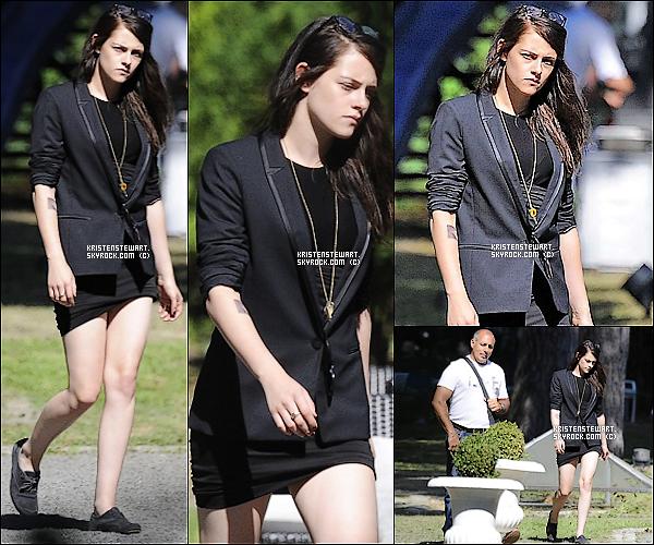 """▬ 26/08/2013: Kristen a été aperçue sur le tournage de son nouveau film, """"Sils Maria"""", à Berlin."""