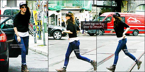→ 03/09/13 - Kristen S. a profité de son petit voyage à Berlin pour faire une séance shopping ![/alig fen]